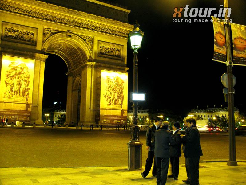 Arc-de-Triomphe-sideview
